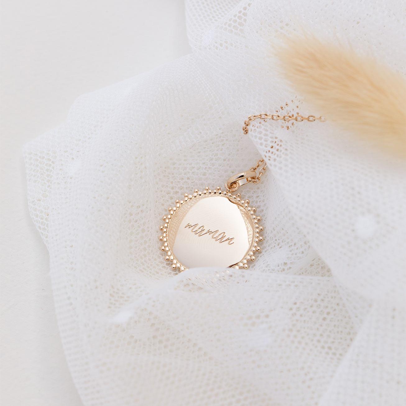 Collier médaille Maman