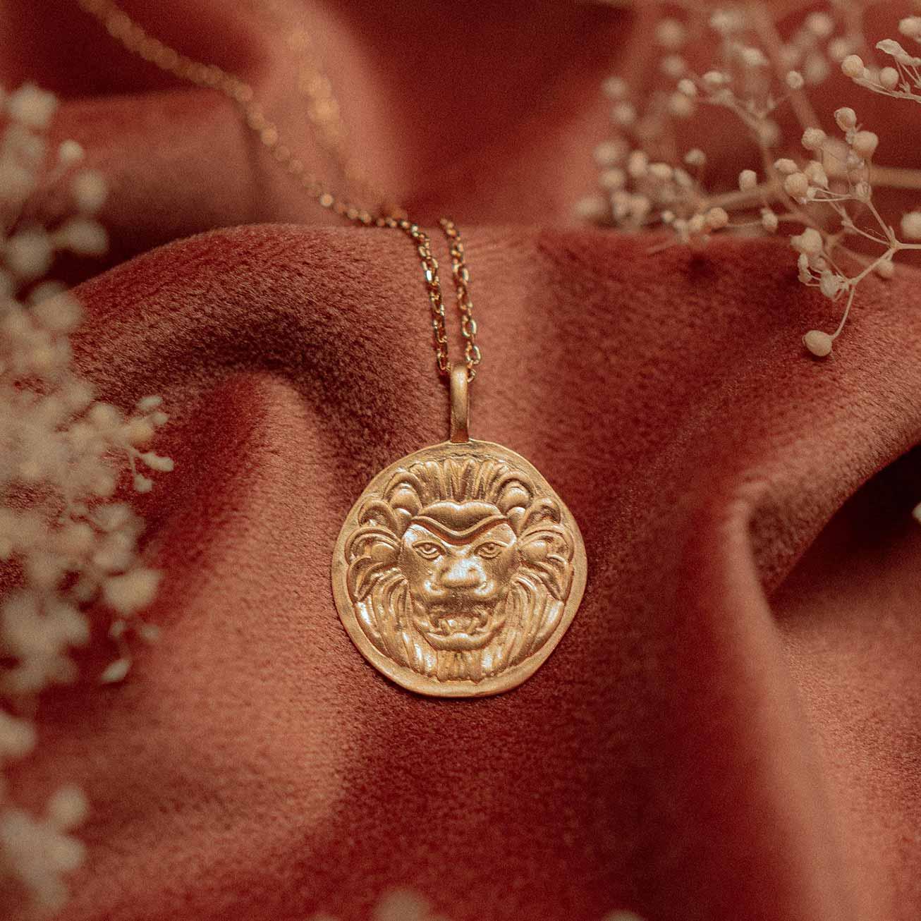 Collier médaille Lion