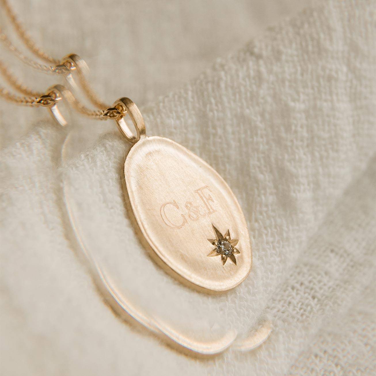 Médaille brossé zircon ovales initiales