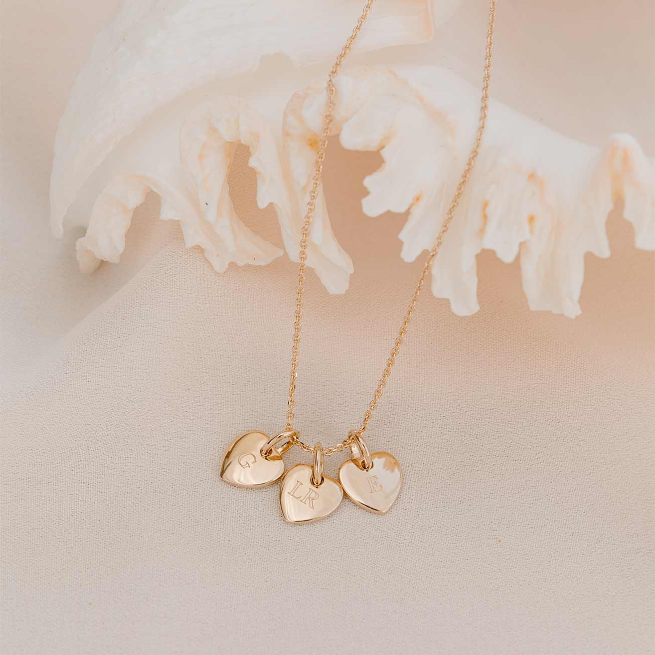 Collier 3 petits coeurs initiales ORJ