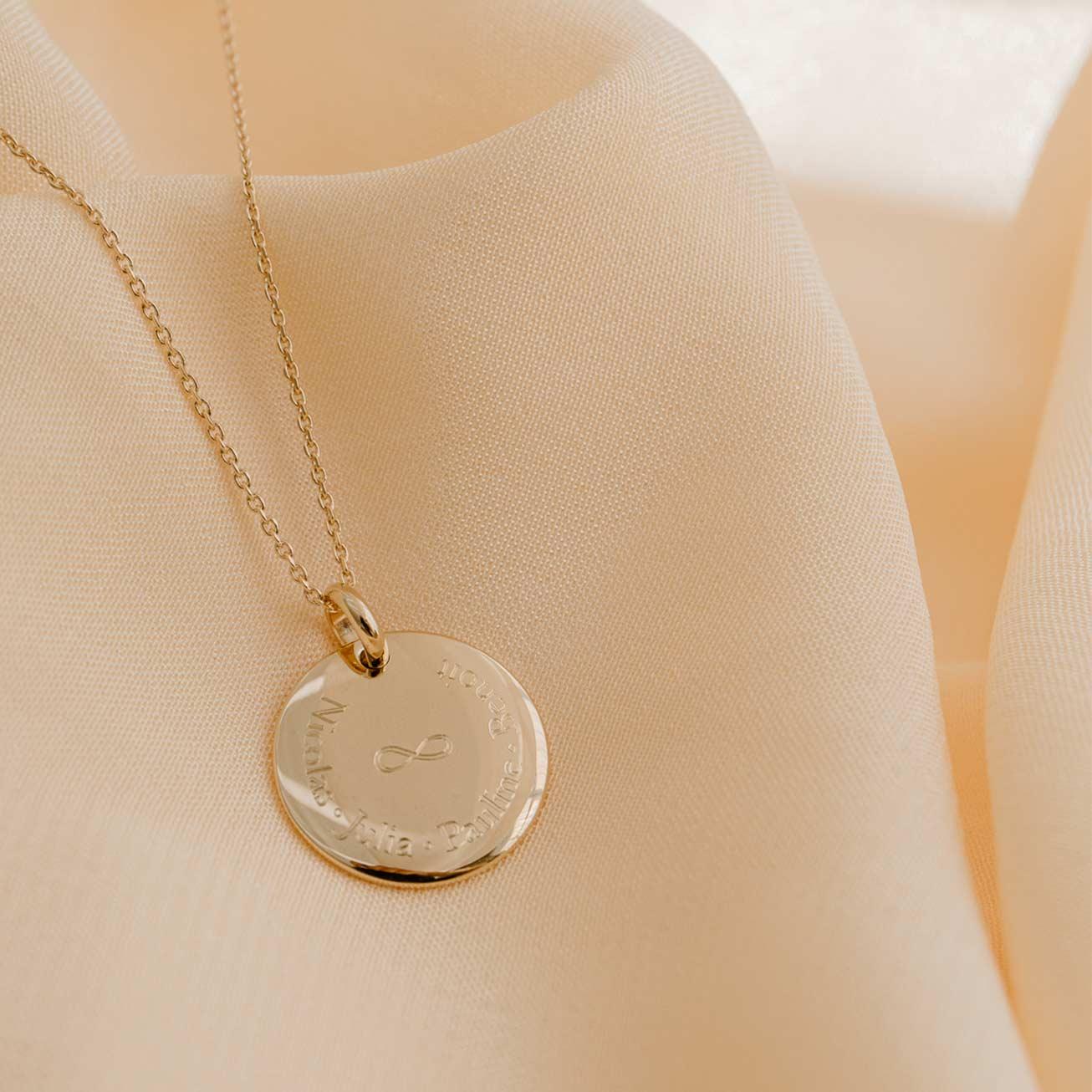 Collier médaille bombée infini plaqué or